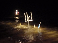 werkscheepje gezonken thv Afsluitdijk. KNRM Enkhuizen 23-2-2012