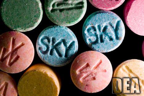 Aanhoudingen o.a. in Andijk voor productie en handel synthetische drugs