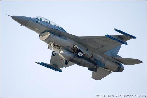 F-16's en Globemaster boven Andijk