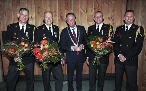 Lintje voor drie brandweervrijwilligers korps Andijk