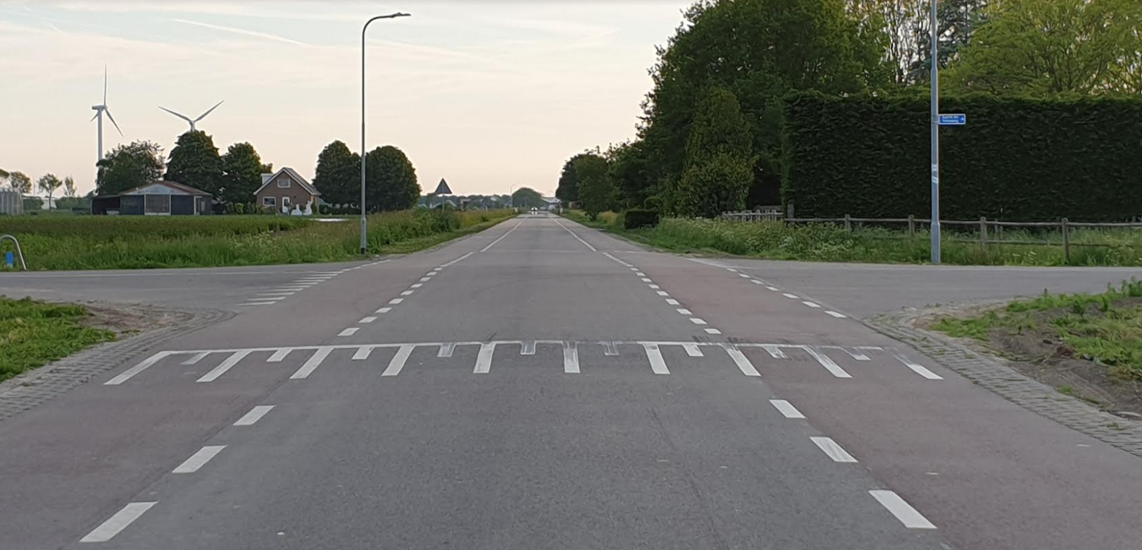 Verticaal de Ged, Laanweg - wordt gekruist door de Gerrit de Vriesweg Een goed overzichtelijk kruispunt - Burgemeester en Dorpsraad Andijk samen in gesprek met Hoogheemraad inzake verkeersveiligheid polderwegen