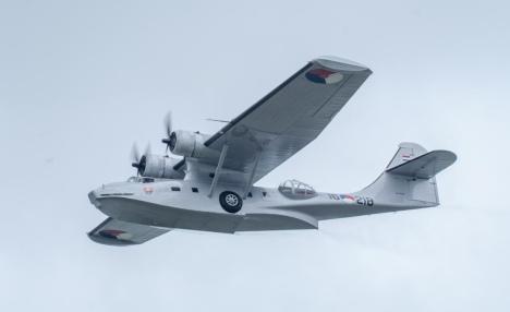 De Catalina PH-PBY vloog diverse keren als onderdeel van de jaarlijkse  Westfriese Waterweken in Medemblik | Farewell Flight Catalina PH-PBY