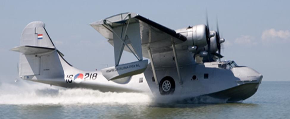 De Catalina PH-PBY vloog diverse keren als onderdeel van de jaarlijkse  Westfriese Waterweken in Medemblik |  Catalina PH-PBY bij Medemblik in het IJsselmeer