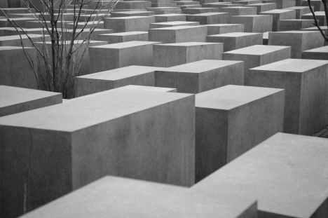 HCC: 'Interesse in Tweede Wereldoorlog nog steeds aanwezig' -  Holocaust-monument aan de Cora Berliner Straße in Berlijn, ontworpen door architect Peter Eisenman | Little Visuals op Pexels.com