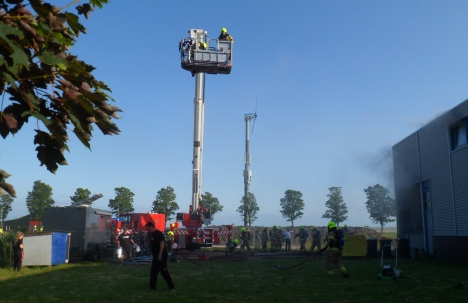 Uitslaande brand in Andijk  -  opschaling naar 'Grote Brand'