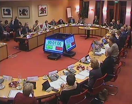 Agenda's commissievergaderingen - de gemeenteraad in de raadszaal voor een gemeenteraadsvergadering.