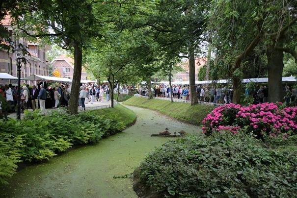 Vlooienmarkt in het Snouck van Loosenpark