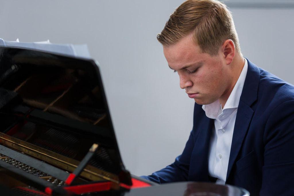 Voorjaars-pianoconcert Laurence Fierens in Protestantse kerk Wognum