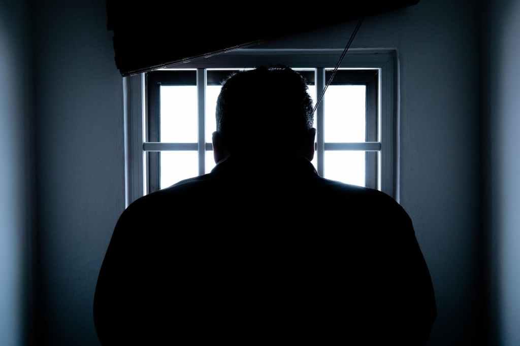 Twee inbrekers gepakt voor groot aantal woninginbraken, voor de rechter-commissaris geleid en in verzekerde bewaring gesteld.