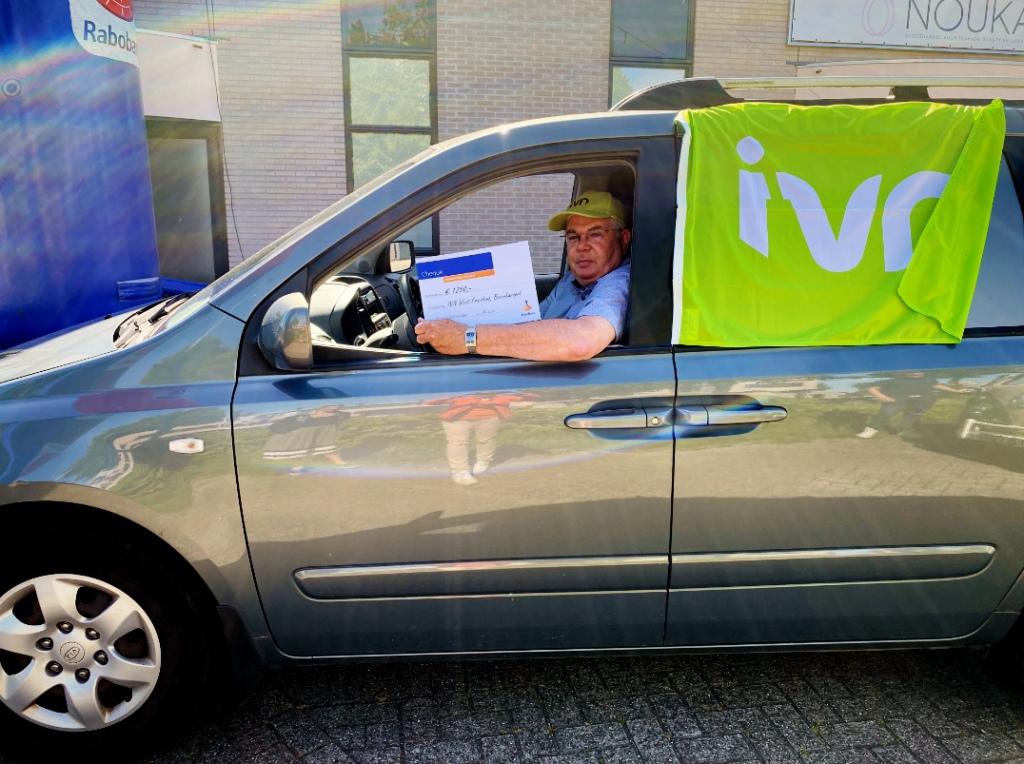Uitreiking cheque RABObank Coöperatief Fonds aan IVN afd. West-Friesland