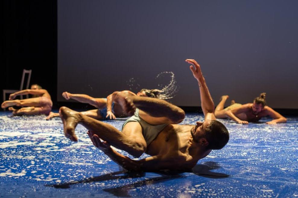 Actuele dansvoorstelling stuk in schouwburg Het Park
