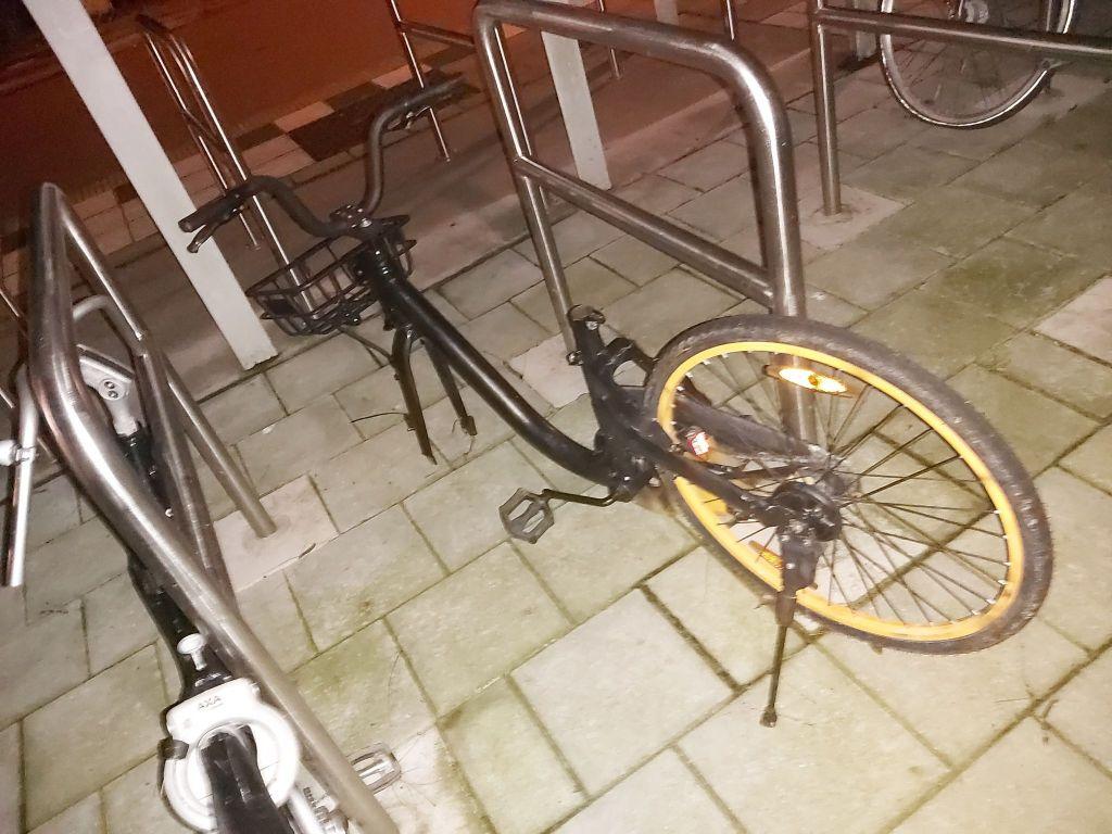 Fietsen worden gesloopt bij bushalte Kleingouw-Hoekweg - 'Nieuwe' vorm van fietsendiefstal
