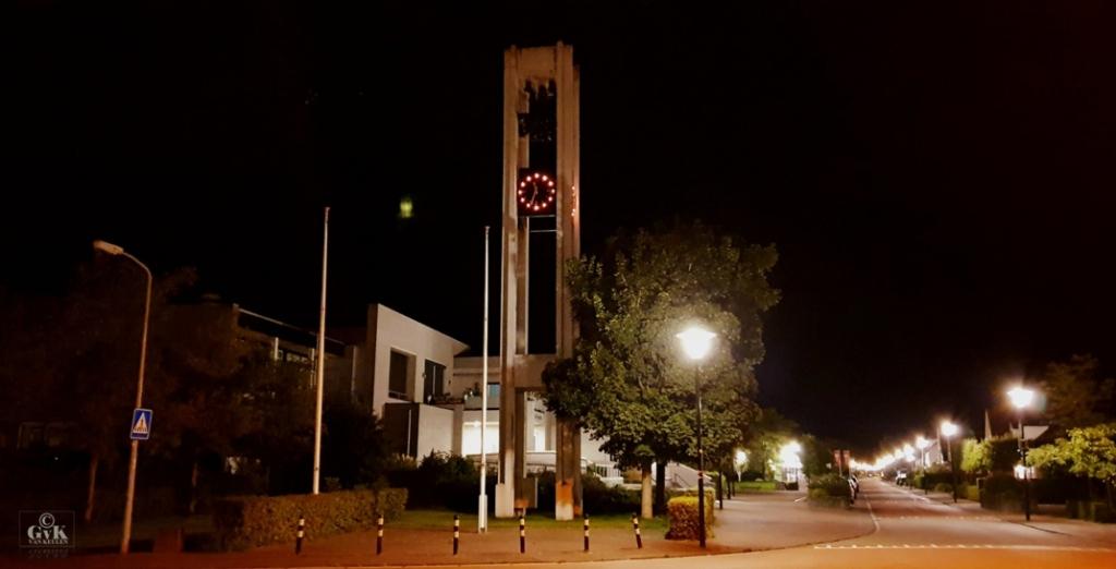 Klok carillon geeft de tijd weer aan maar wijzers nog niet verlicht - Andijk